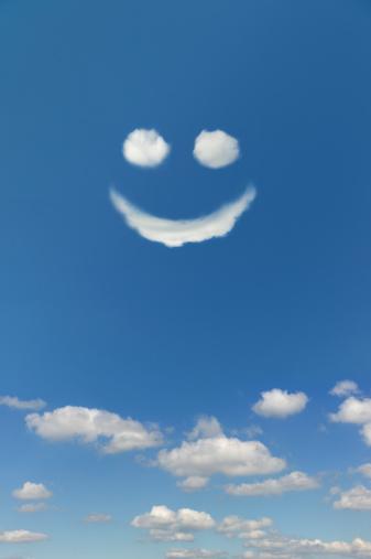 Cumulus Cloud「Clouds forming smiley face in sky」:スマホ壁紙(7)