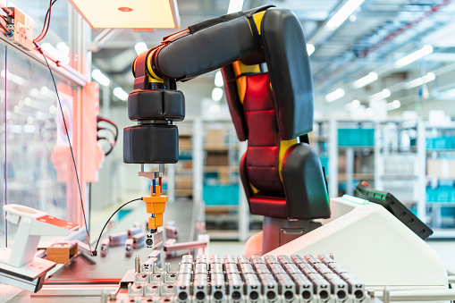 Robot Arm「Arm of assembly robot†picking†up machine part, Stuttgart, Germany」:スマホ壁紙(16)