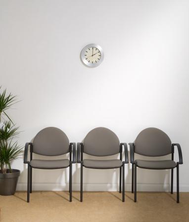 Waiting Room「Waiting Room with Three Chairs」:スマホ壁紙(11)