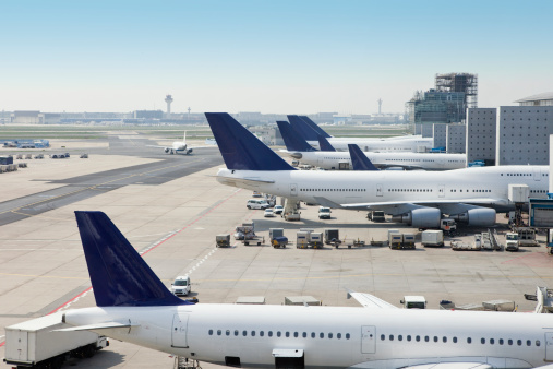 Commercial Airplane「Airplanes loading on airport」:スマホ壁紙(5)