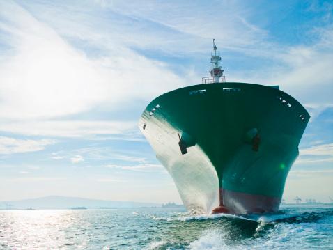 Ship「Bow view of cargo ship sailing on ocean」:スマホ壁紙(5)