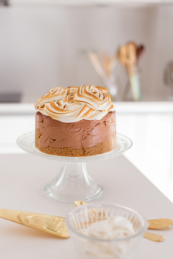 Sweet Food「Cheesecake with meringue on a cake stand」:スマホ壁紙(17)