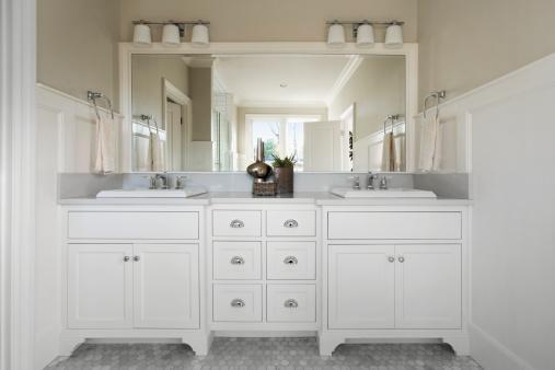 Vanity「Master bathroom with marble flooring」:スマホ壁紙(19)