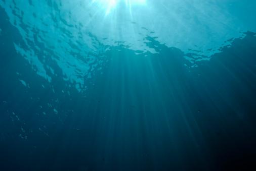 Sea「Rays of sunlight shining through water」:スマホ壁紙(19)