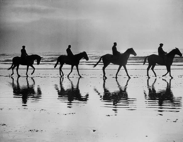 Horse「On The Beach」:写真・画像(0)[壁紙.com]