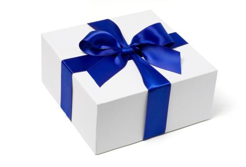 Birthday Present「White Gift Box with Blue Satin Bow」:スマホ壁紙(6)