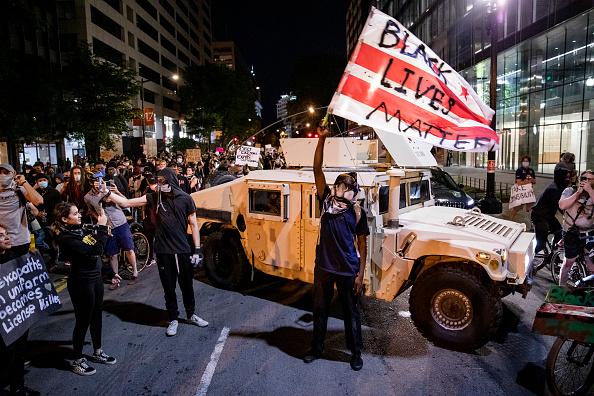 Street「Protesters Demonstrate In D.C. Against Death Of George Floyd By Police Officer In Minneapolis」:写真・画像(12)[壁紙.com]