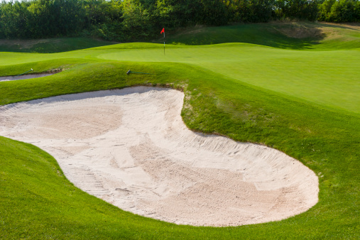 Sand Trap「Sand trap in front of green at a golf course」:スマホ壁紙(3)