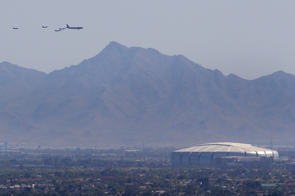 Stadium「Air Force Flyover Salutes First Responders And Essential Workers In Phoenix Area」:写真・画像(2)[壁紙.com]