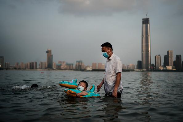 Torrential Rain「Daily Life In Wuhan After Coronavirus Outbreak」:写真・画像(19)[壁紙.com]