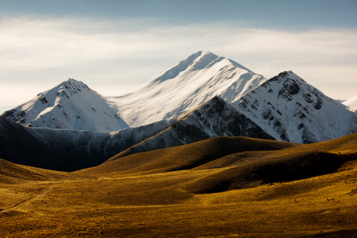 South Island New Zealand「Moorland and snow capped mountains at Lindis Pass, South Island, New Zealand」:スマホ壁紙(18)