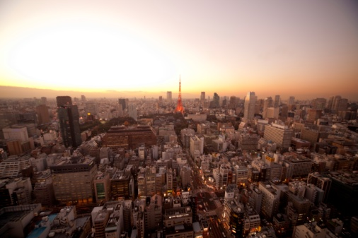 Tokyo Tower「Cityscape of Tokyo and the Tokyo Tower at twilight. Minato Ward, Tokyo Prefecture, Japan」:スマホ壁紙(3)