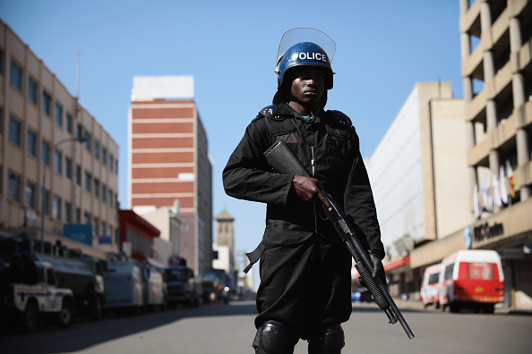 Riot Police「Tension Mounts As Zimbabwe Awaits Presidential Election Results」:写真・画像(16)[壁紙.com]