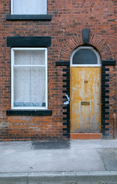 Door「Derelict terraced Victorian houses waiting demolition, Salford, near Manchester, England, UK Salford's regeneration objective is to ensure that each neighborhood has its own distinct identity and niche, offering a good mix of housing types, a safe and at」:写真・画像(11)[壁紙.com]