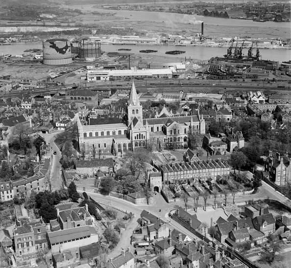 Medway River「Rochester Cathedral and the River Medway, Kent, April 1947」:写真・画像(6)[壁紙.com]