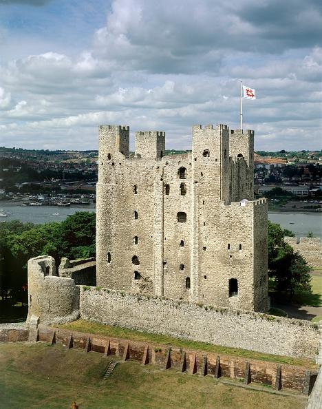 Medway River「Rochester Castle, Kent, c2000s(?)」:写真・画像(2)[壁紙.com]