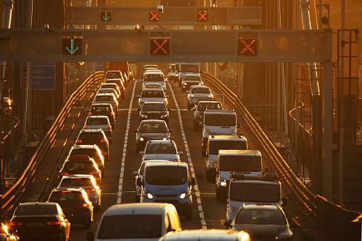 Air Pollution「Heavy traffic on bridge at sunset」:スマホ壁紙(12)