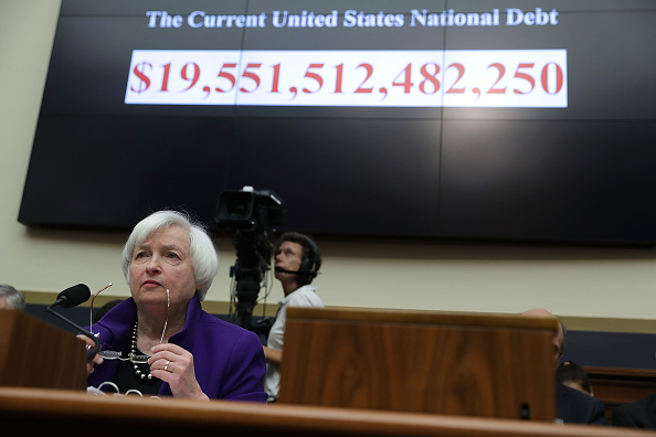 Debt「Fed Reserve Chairwoman Janet Yellen Testifies To House Committee On The Regulation Of Financial System」:写真・画像(3)[壁紙.com]
