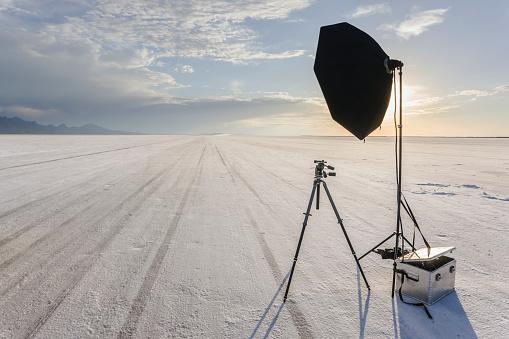 Photographing「Tripod, reflector and camera gear on salt flat」:スマホ壁紙(16)