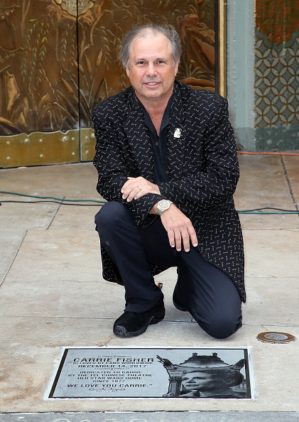 Mann Theaters「Todd Fisher Unveils Commemorative Plaque In Honor Of Carrie Fisher At TCL Chinese Theatre Forecourt」:写真・画像(0)[壁紙.com]