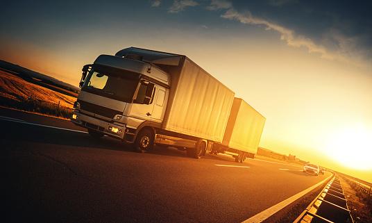 Traffic「Heavy Cargo on the Road」:スマホ壁紙(12)