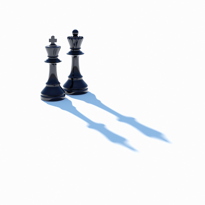 Leisure Games「King and Queen chess pieces on white」:スマホ壁紙(3)