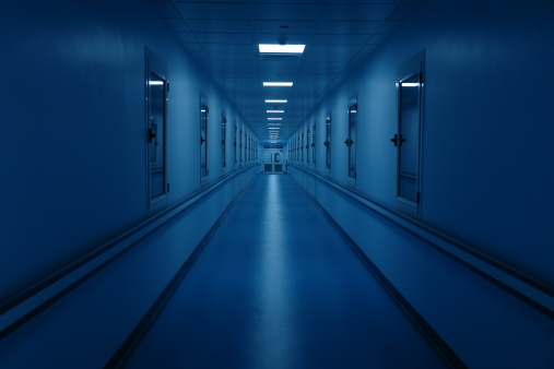 Long「Long and Dark Hospital Hallway」:スマホ壁紙(8)