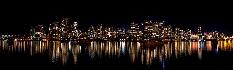 British Columbia「Canada, Vancouver, view to skyline at night seen from Charleston Park」:スマホ壁紙(17)