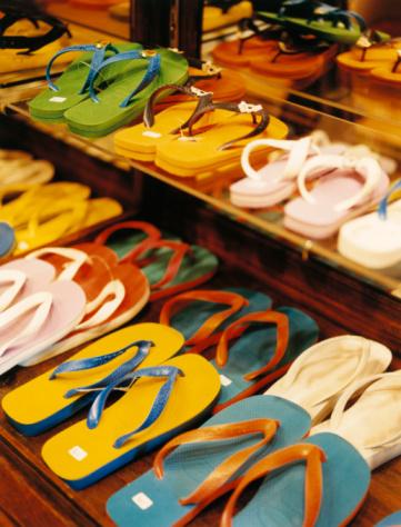 Flip-Flop「Flip Flops in Shoe Store」:スマホ壁紙(16)