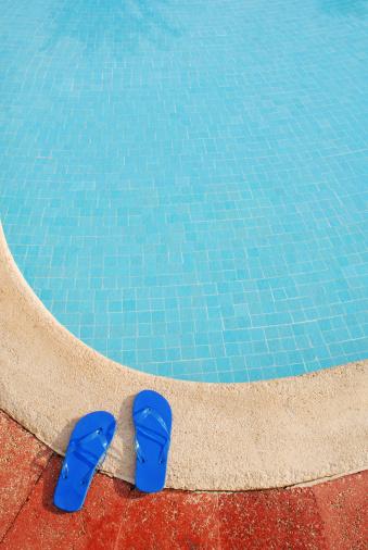 Flip-Flop「Flip flops by pool edge」:スマホ壁紙(1)
