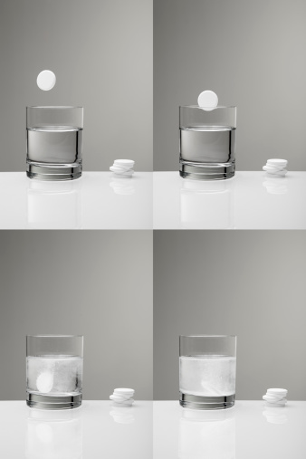 Continuity「Aspirin paracetamol pill splashing into glass of water (sequence)」:スマホ壁紙(16)