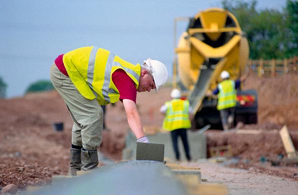 Pouring「Cement truck pouring concrete」:写真・画像(3)[壁紙.com]