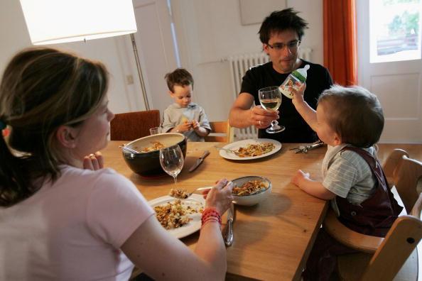 Dinner「German Politicians Wrangle Over Family Policy Reforms」:写真・画像(4)[壁紙.com]