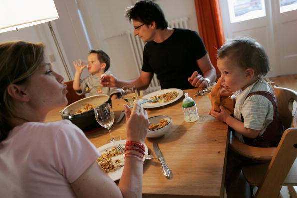 Dinner「German Politicians Wrangle Over Family Policy Reforms」:写真・画像(8)[壁紙.com]