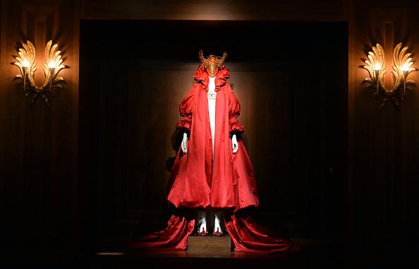 """Alexander McQueen - Designer Label「""""Alexander McQueen: Savage Beauty"""" - Photocall」:写真・画像(3)[壁紙.com]"""