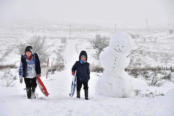 snowman「First Snow of Winter Hits Northern Ireland」:写真・画像(0)[壁紙.com]