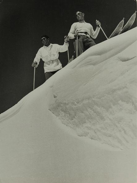 Snowdrift「Two Skiers In A Snowdrift」:写真・画像(14)[壁紙.com]