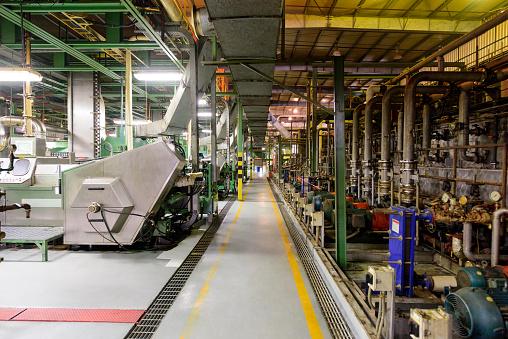 Metal Industry「Factory floor and machinery in aluminium processing plant」:スマホ壁紙(0)
