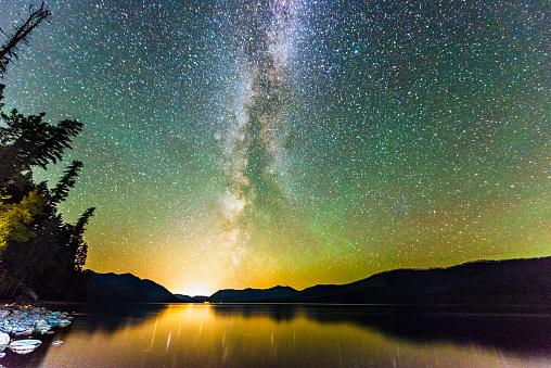 Aurora Borealis「Glacier National Park Night Stars Reflection in Scenic Lake Montana」:スマホ壁紙(11)