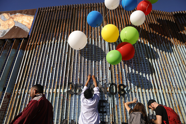 Baja California Peninsula「Migrants Continue To Try To Reach The United States At The Tijuana Border」:写真・画像(9)[壁紙.com]