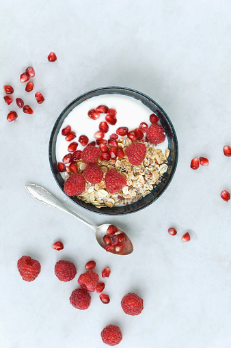 Dairy Product「Bowl of fruit muesli with raspberries and pomegranate seed」:スマホ壁紙(0)