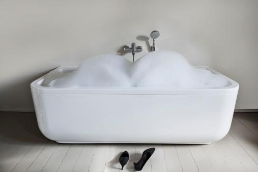 Soap「Bathtub with high heels shoes in bathroom」:スマホ壁紙(18)