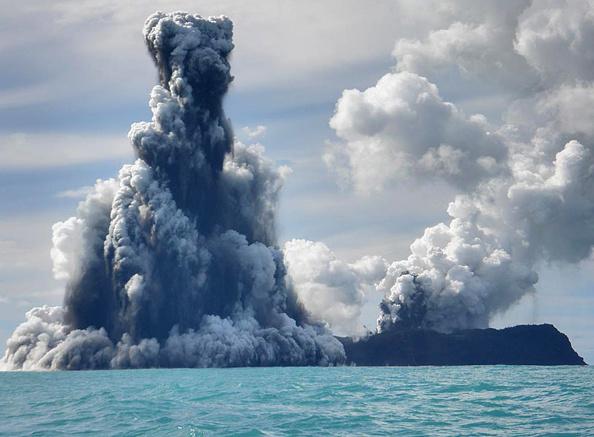 Underwater「Undersea Volcano Erupts Off Of Tonga」:写真・画像(7)[壁紙.com]