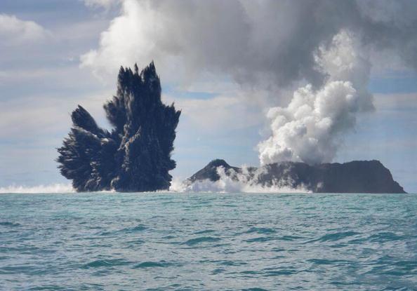 Underwater「Undersea Volcano Erupts Off Of Tonga」:写真・画像(5)[壁紙.com]