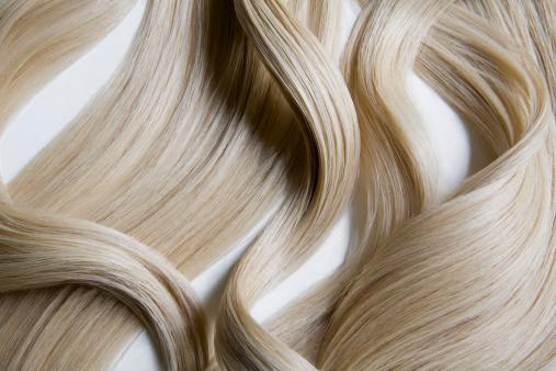 Long「Still life of blond wavy hair on white background.」:スマホ壁紙(14)