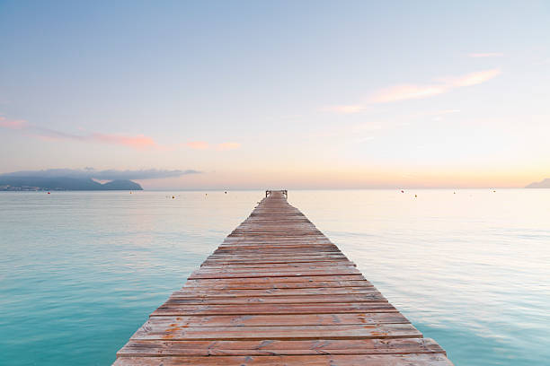 Spain, Balearic Islands, Majorca, jetty leads out to the sea:スマホ壁紙(壁紙.com)