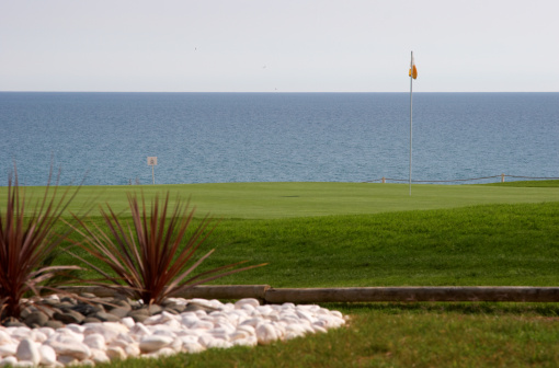 Sand Trap「Golf green overlooking the sea stone foreground」:スマホ壁紙(13)
