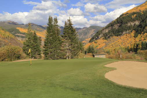 ゴア山地「Golf green and sandtrap.」:スマホ壁紙(8)