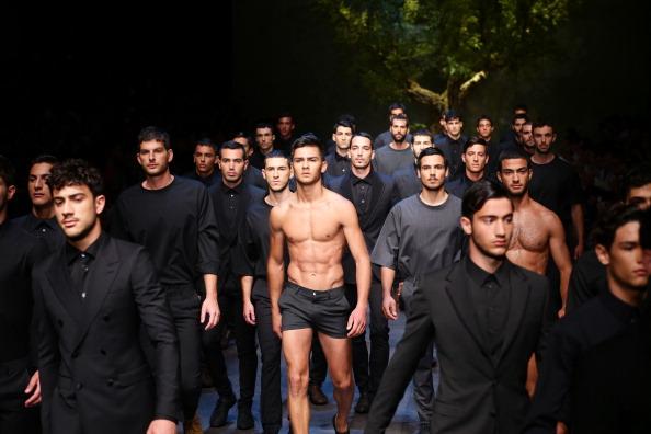 男「Dolce & Gabbana - Runway - MFW S/S 2014」:写真・画像(0)[壁紙.com]