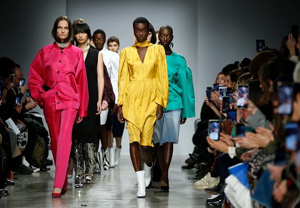 Catwalk - Stage「Lutz Huelle : Runway - Paris Fashion Week Womenswear Fall/Winter 2020/2021」:写真・画像(16)[壁紙.com]